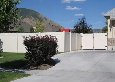 Tan Vinyl Ranch Rail + Privacy Fence – Mapleton, UT